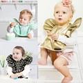 Мода Точка новорожденный водонепроницаемый кормления нагрудники ребенка нагрудники с пищевой карман водонепроницаемый ПУ нагрудники для ребенка Младенческой кормления нагрудники