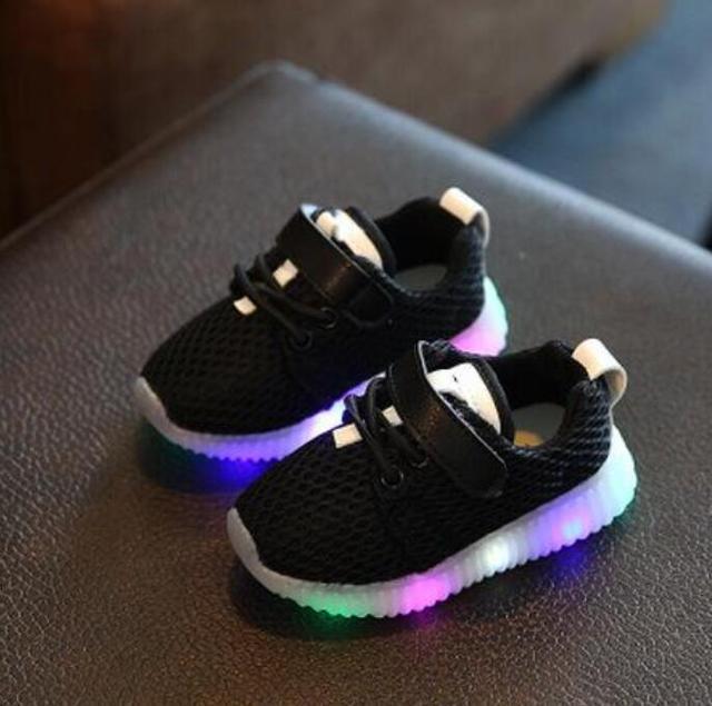 2017 Nouveau Enfant Casual Shoes Mâle Femelle Enfant Lumineux Sport Shoes Unique LED Lumière Sneakers Livraison Gratuite Bébé Bottes 0KWH1Jg1v
