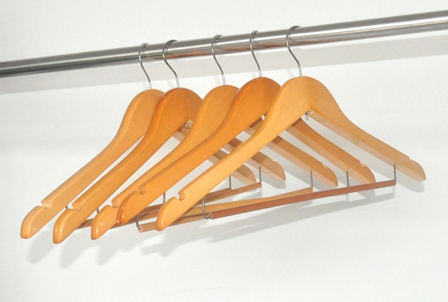 Free Shipping A Grade Wood Suits Hanger With Locking Bar Used For Clothes