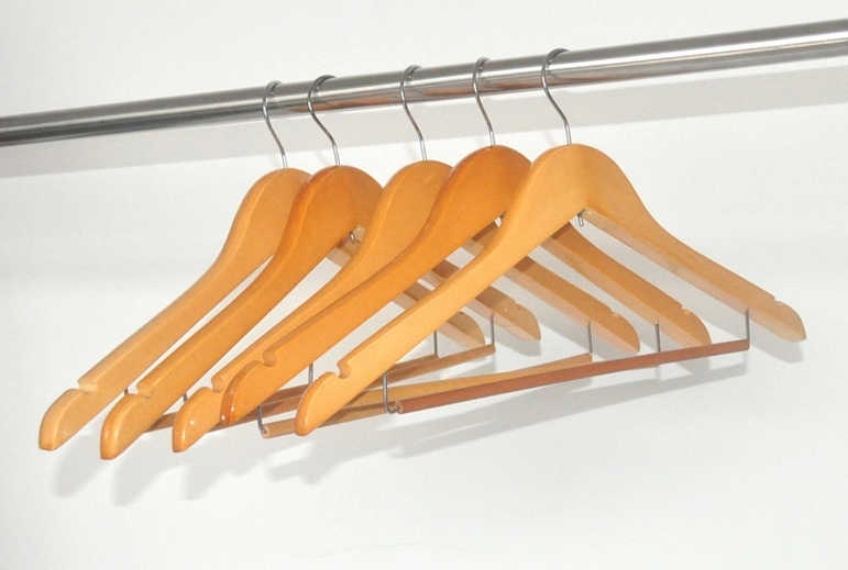 Free Shipping A Grade Wood Suits Hanger With Locking Bar Used For Clothes And Hotel 10 Pieces Lot
