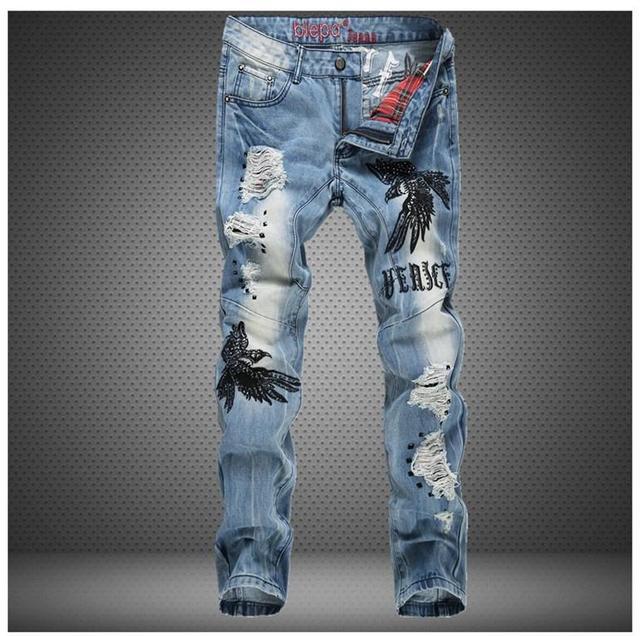 ecc4878e04f54 Águila bordado pantalones vaqueros del agujero 2015 hombres moda marca de  Slim Straight Jeans hombres de