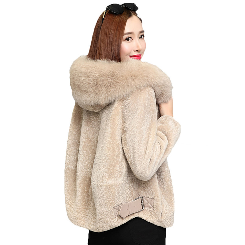 Fur Coat Female Short Section 2017 New Winter Korean Sheep Sheared Fox Fur Coat Women Hooded Winter Jackets Warm Outerwear z78