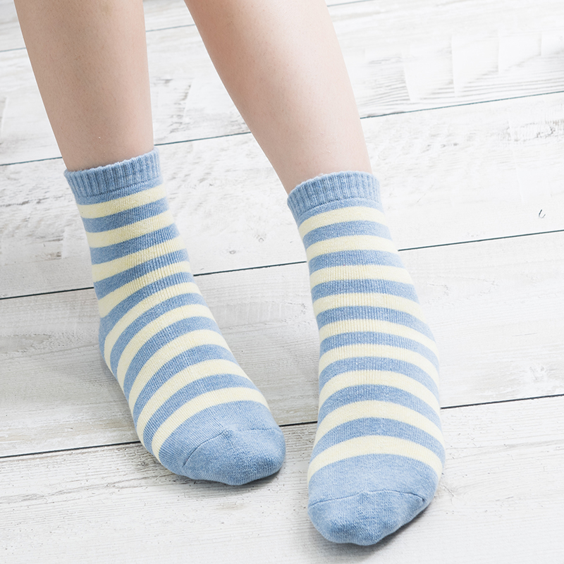 2 Pairs/Lot Women Thicken Warm Terry Cotton Striped Long Tube Socks Female Rainbow Color Harajuku Mujer Sokken for Cold Winter