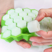цена Honeycomb Shape Ice Cube 37 Cubes Ice Tray Ice Cube Mold Storage Containers mold ice mold онлайн в 2017 году