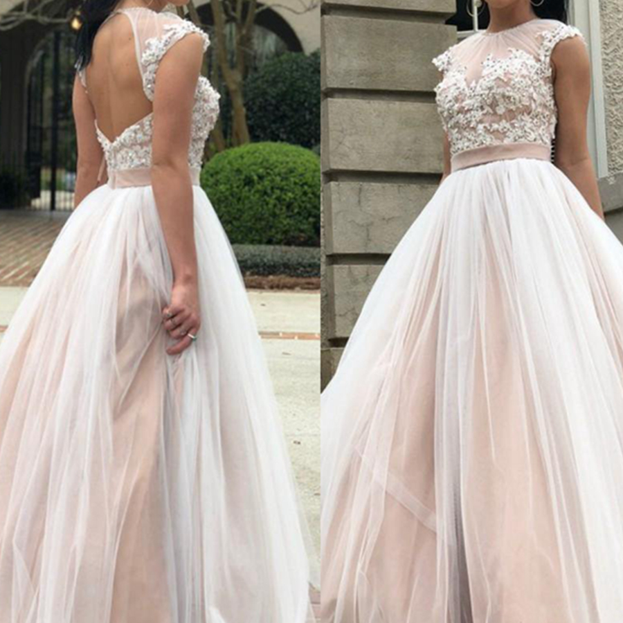 2019 Romantic Tulle Prom Dresses Short Sleeves Lace Applique Floor Length Formal Evening Dresses Prom Gowns
