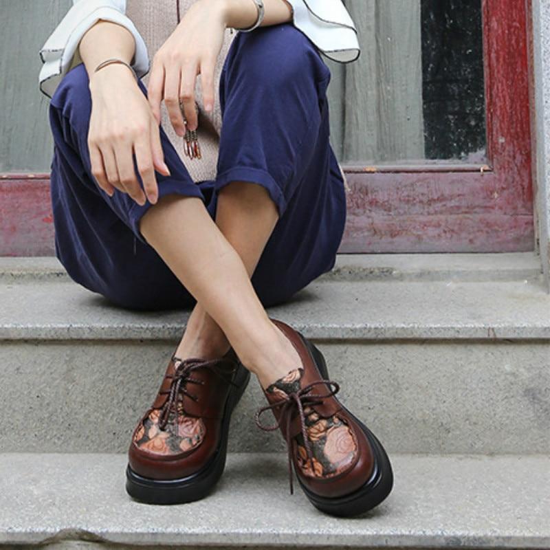 Ayakk.'ten Kadın Pompaları'de Kadın Nakış Pompaları Hakiki Deri 6 CM Yüksek Topuklu Kama Ayakkabı Sonbahar 2018 El Yapımı Yumuşak Deri rahat ayakkabılar Kadınlar Lace Up'da  Grup 1