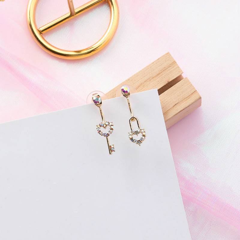 Jewelry & Accessories Classic Heart Crystal Women Stud Earrings Personality Asymmetry Exquisite Lock Key Ear Studs Fashion Jewelry Womens Accessories Stud Earrings