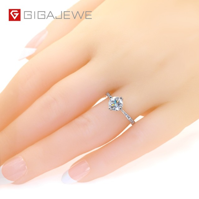 GIGAJEWE Moissanite Ring 1.0ct VVS1 Round Cut F Color Lab Diamond 925 Silver Jewelry Love Token Woman Girlfriend Courtship Gift 1