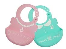 Silikonowy śliniak z kieszonką dla niemowlaka