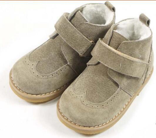 Niños Botas de cuero de gamuza Corderos de lana espesar niños de piel de oveja botas para la nieve de invierno Botas de princesa Niñas