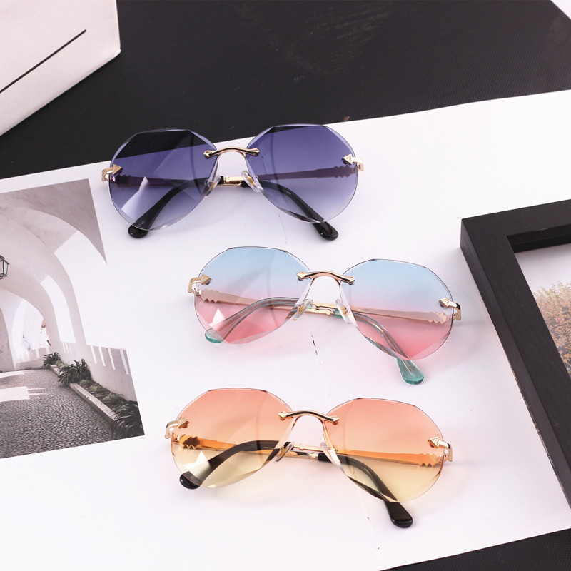 Considerate 2019 Summer Kids Sunglasses Rimless Gradient Lens Gold Metal Leg Protect Eye Child Glasses Uv400 Cool Boys&girls 3-9 Years N323 Good Taste Accessories