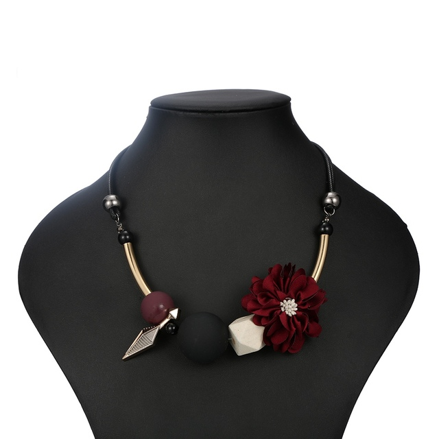 Match-Destra Donne Collana Dichiarazione Fiore Collane Perline di Legno Della Collana Per Le Donne Monili YJZ-125