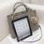 Moda Bolsas de Grife de Alta Qualidade Bolsas Bolsa de Ombro Mensageiro Grande Sacos de Mão Senhoras Bolsa Sacola Com uma Bola De Pêlo P712