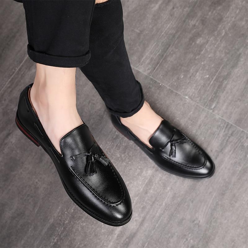 2020 New Fashion Handmade Tassel Loafers Black Bottom Genuine Leather Gentleman Fashion Stress Shoes Men Business Driving Shoes