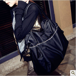 New black one-shoulder cross body female bag Large zipper rivet large bag Waterproof Nylon handbag