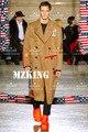 Hot 2016 novo plus size homens cantor DJ direito Zhi longo GD lã bege fluff ele pano colorido adesivos longo trench coats trajes