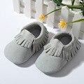 2017 Nueva gamuza Cuero Genuino Bebé Moccs Mocasines arco zapatos de suela Suave Zapatos de Bebé primer caminante antideslizante Infantil zapatos Calzado