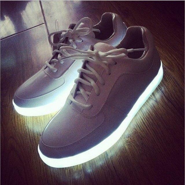 https://ae01.alicdn.com/kf/HTB1EaDWHVXXXXa6XpXXq6xXFXXXo/2014-nieuwe-collectie-led-schoenen-man-casual-schoenen-mannen-en-vrouwen-paar-mode-sneakers-verlichte-schoenen.jpg_640x640.jpg