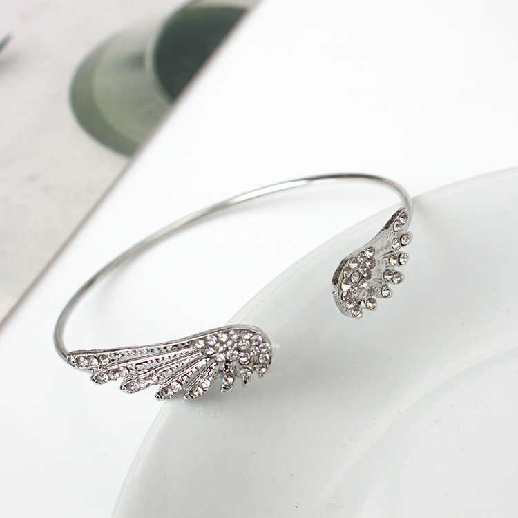 Korean version of fashion jewelry with crystal angel wings bracelet personality alloy open flash bracelet wholesale
