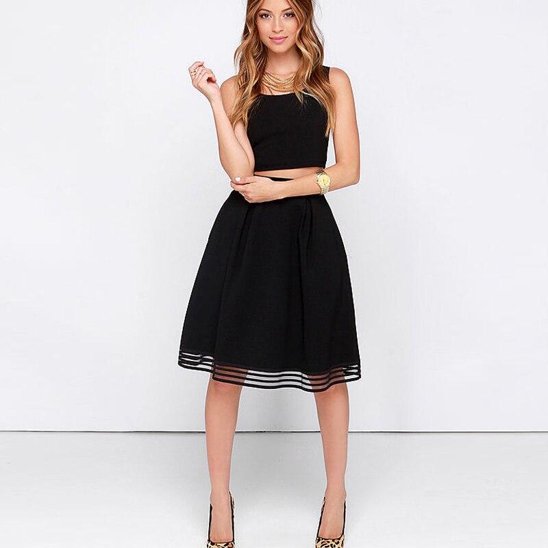 фото женщины в черной юбке