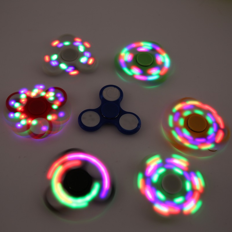 2017 Automatic Light Flashing Finger spinner ABS Metal Bearings Presented Three Batteries Red Green And Blue