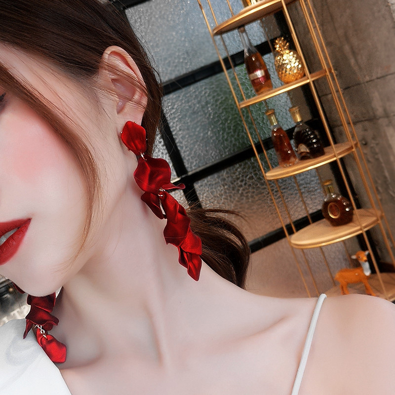 Korean New Fashion Temperament Alloy <font><b>Women</b></font> Pendant <font><b>Earrings</b></font> <font><b>Sexy</b></font> Rose Petals <font><b>Long</b></font> Tassel <font><b>Earrings</b></font> <font><b>Women</b></font> Jewelry Red <font><b>Earrings</b></font> image