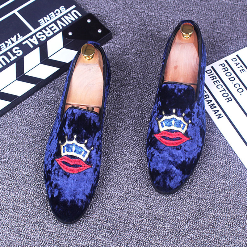 New arrival men loafers fashion velvet pointed toe embroidery casual flats slip on moccasins party shoes retro flats size:38-43 2017 summer new fashion sexy lace ladies flats shoes womens pointed toe shallow flats shoes black slip on casual loafers t033109
