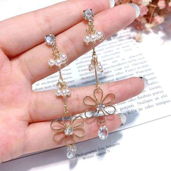 MENGJIQIAO 2018 New Elegant Metal Flower Crystal Pendant Long Earrings For Women Simulated Pearl Beads Fashion Drop Pendientes
