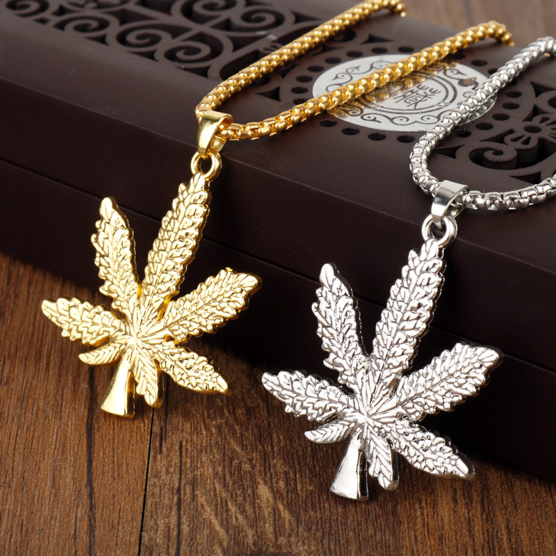 2019 New Gold Silver Plated Cannabiss Weed Herb Charm