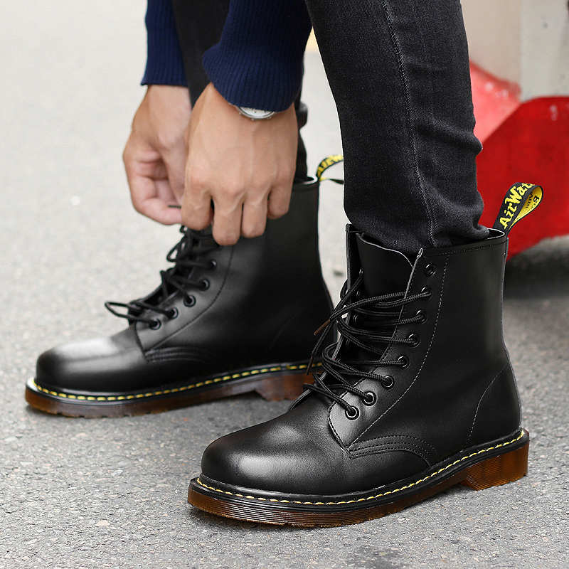 Fashionable Boots For Men : Sandropainting.com