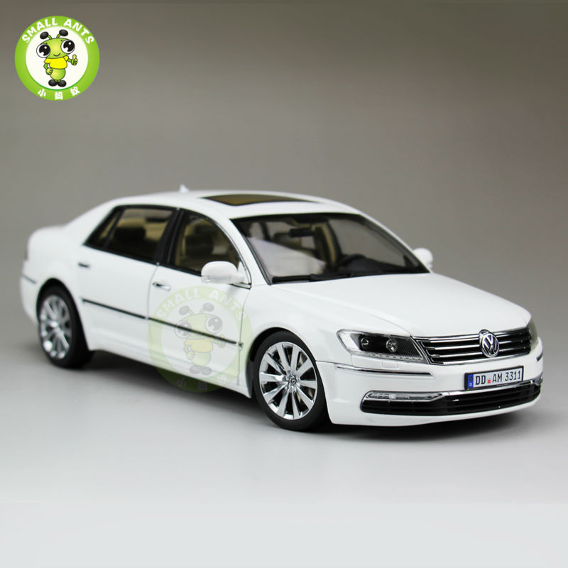 где купить 1:18 Scale VW Phaeton W12 6.0 Diecast Car model Toys for Kids Gift Collection Welly GT Autos 11004 White дешево
