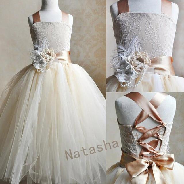 Con broche de plumas niña desfile vestido de fiesta de la boda ...