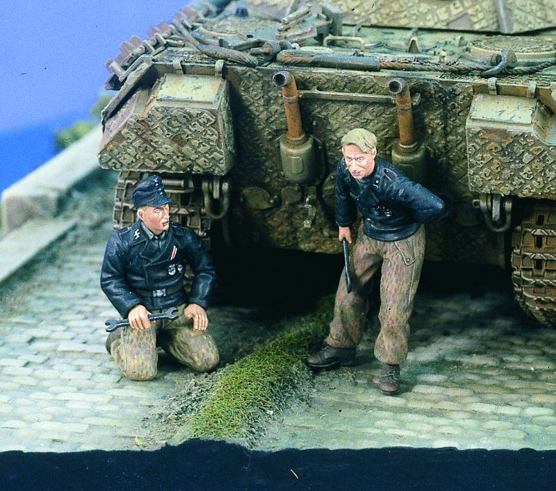 1:35  German Panzer Mechanics