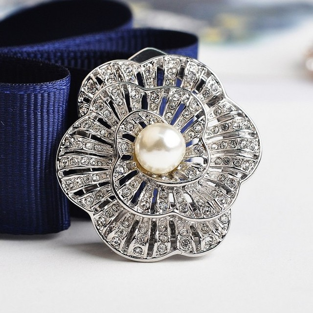 Luxury Flower simulated pearl Scarf Clip Brooches