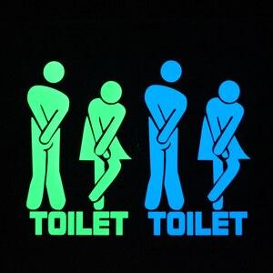 Image 4 - Komik ışık tuvalet Sticker karikatür kızdırma karanlık banyo Sticker tuvalet kapı işareti etiket WC duvar DIY göstergesi etiketi