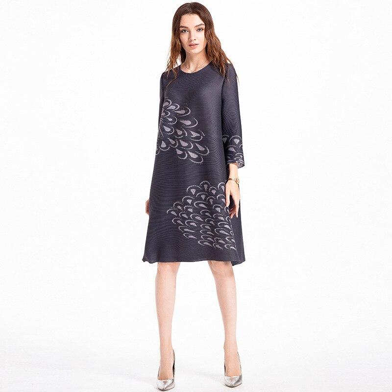 Original autocollant numérique perce grande taille femmes haut de gamme européen et américain automne plissé MIYAKE robe en gros - 5