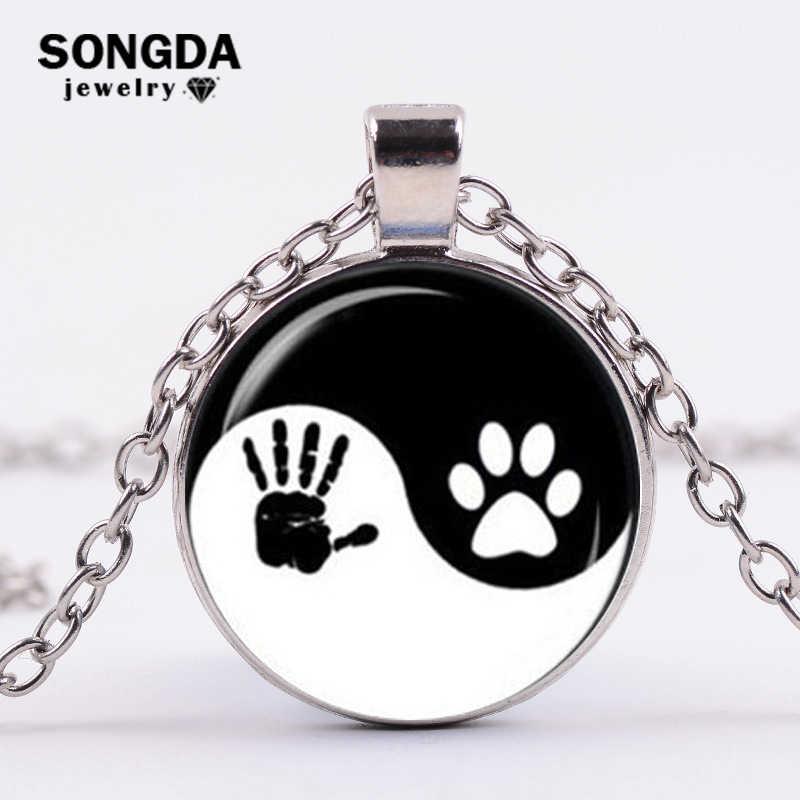 SONGDA 素敵なファッション陰陽足跡と手形ペンダントネックレス太一黒と白のガラスのネックレス女性男性
