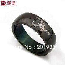 Envío gratis, hombres de moda del anillo de acero de titanio, de color negro y el patrón del escorpión blanco, W : 5 mm, mercancías de la calidad, regalo
