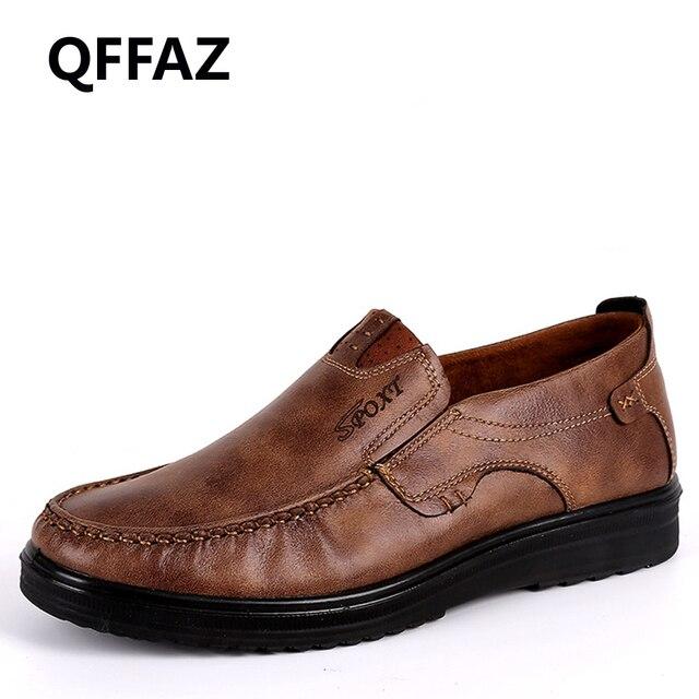 4486be4c03 Homens Sapatos Mocassim de Couro Genuíno Loafers QFFAZ Designer de  Deslizamento Em Plano de Barco Sapatos