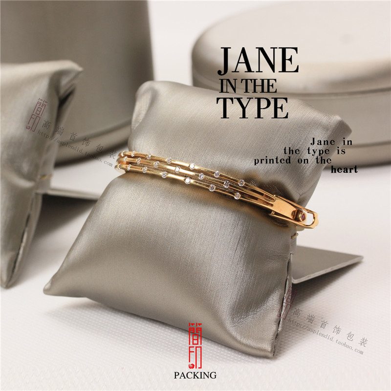 4Pcs/Lot Silvery And Brown color Small Linen Bangle Bracelet Or Watch Pillow Jewelry Displays