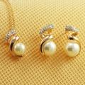 O Envio gratuito de moda Rosa Banhado A Ouro colar de cristal e brincos set Italina imitação de pérolas Conjunto de Jóias por atacado para as mulheres