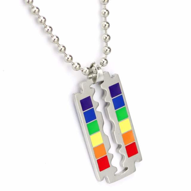 collier homme gay