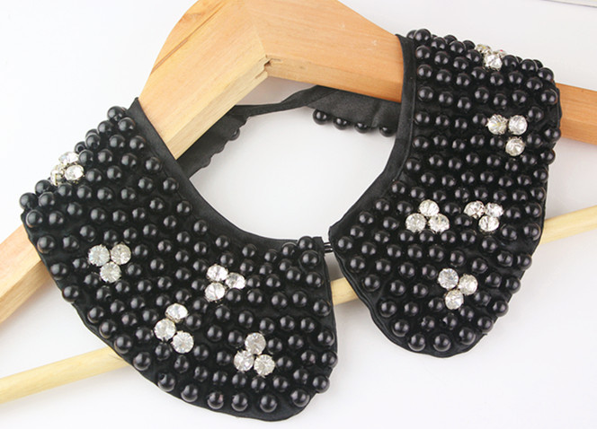Pearl Fake Collar With Smooth Tinted Bottom