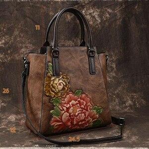 Image 5 - Johnature Casual Tote 2020 ใหม่ของแท้หนังกระเป๋าถือลายนูนVintageกระเป๋าสตรีขนาดใหญ่ความจุดอกไม้ไหล่กระเป๋าCrossbody