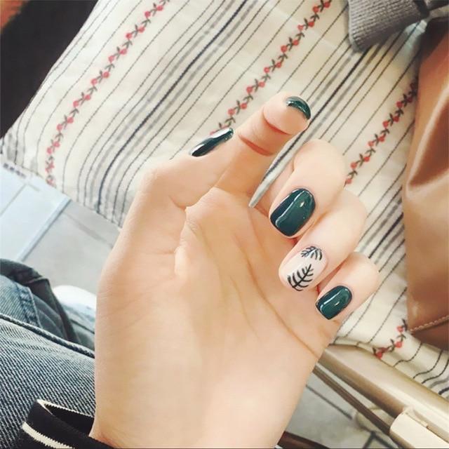 24pcsset Cute Girls Leaf Pattern Nail Art Short Design White Green