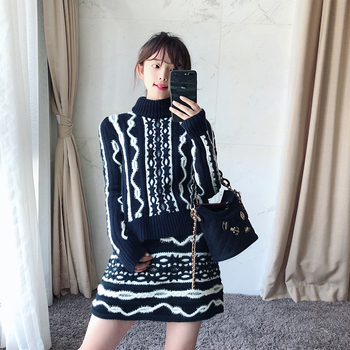 2018 early autumn new color jacquard wavy round neck knit  pullover sweater