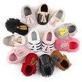 2017 Moda Nuevos Estilos Niñas Niño Recién Nacido Del Bebé Mocasines de Gamuza de Cuero de LA PU Soft Moccs Zapatos Primeros Zapatos del Caminante