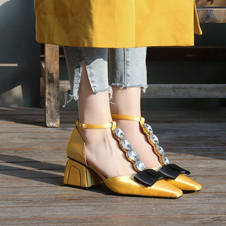 2018 Retro Woman Sandals Crystal Embellished Wedding Party Dress Shoes Bow Tie Satin Woman Shoes Square Toe Buckle Design Shoes
