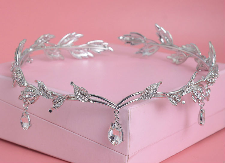 HTB1EeoULVXXXXXUXXXXq6xXFXXXd Enchanting Nymph Rhinestone Leaf Bridal Tiara With Water Drop Charms