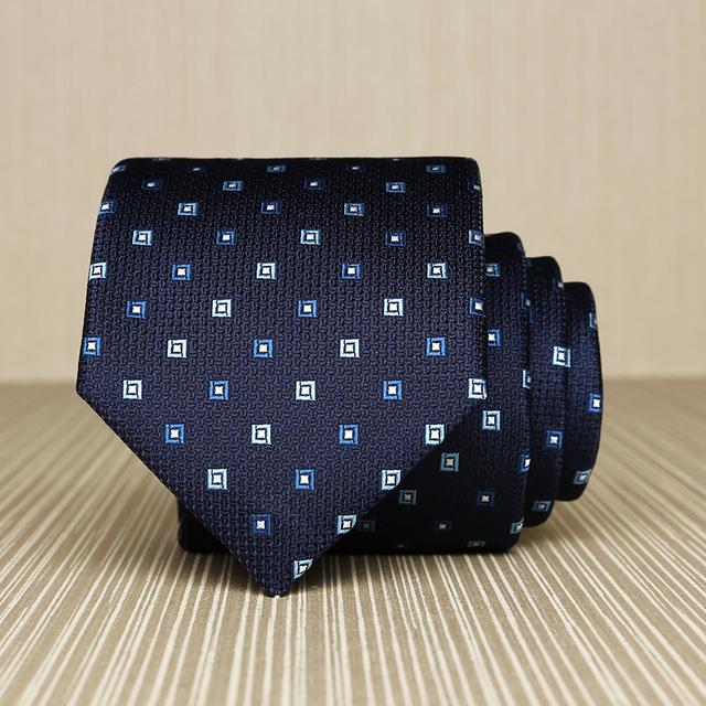 2017 Nuevas Llegadas 7 cm Azul Marino Lazos para Los Hombres Británicos estilo de la Marca de La Boda Corbata A Cuadros Cuadrado Blanco Gravata Negocio Regalo caja